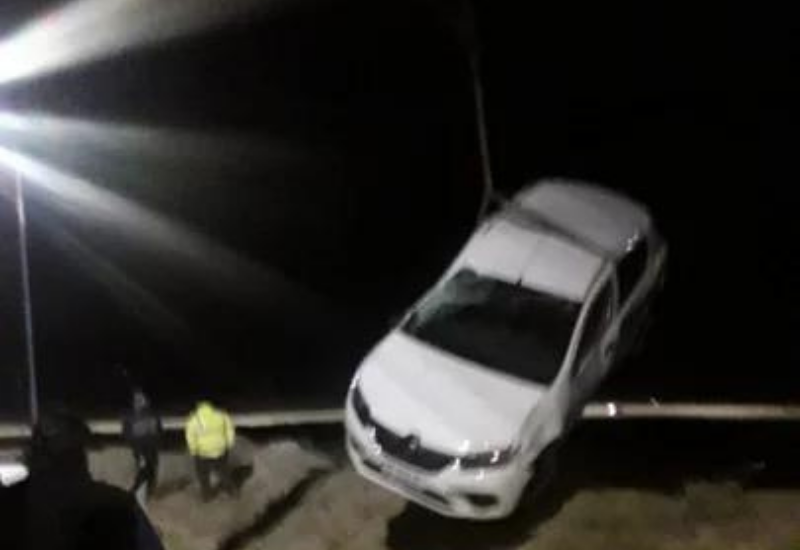 Manejaba borracho y se cayó con su auto en una zanja en la zona de El Chenque