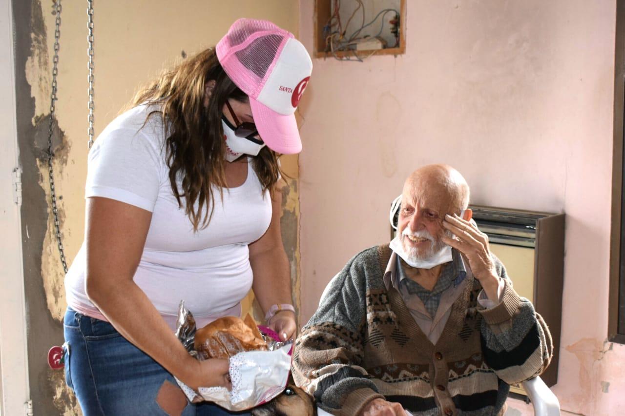 Abuelo con principio de alzehimer y en estado de abandono recibe ayuda de distintas organizaciones solidarias