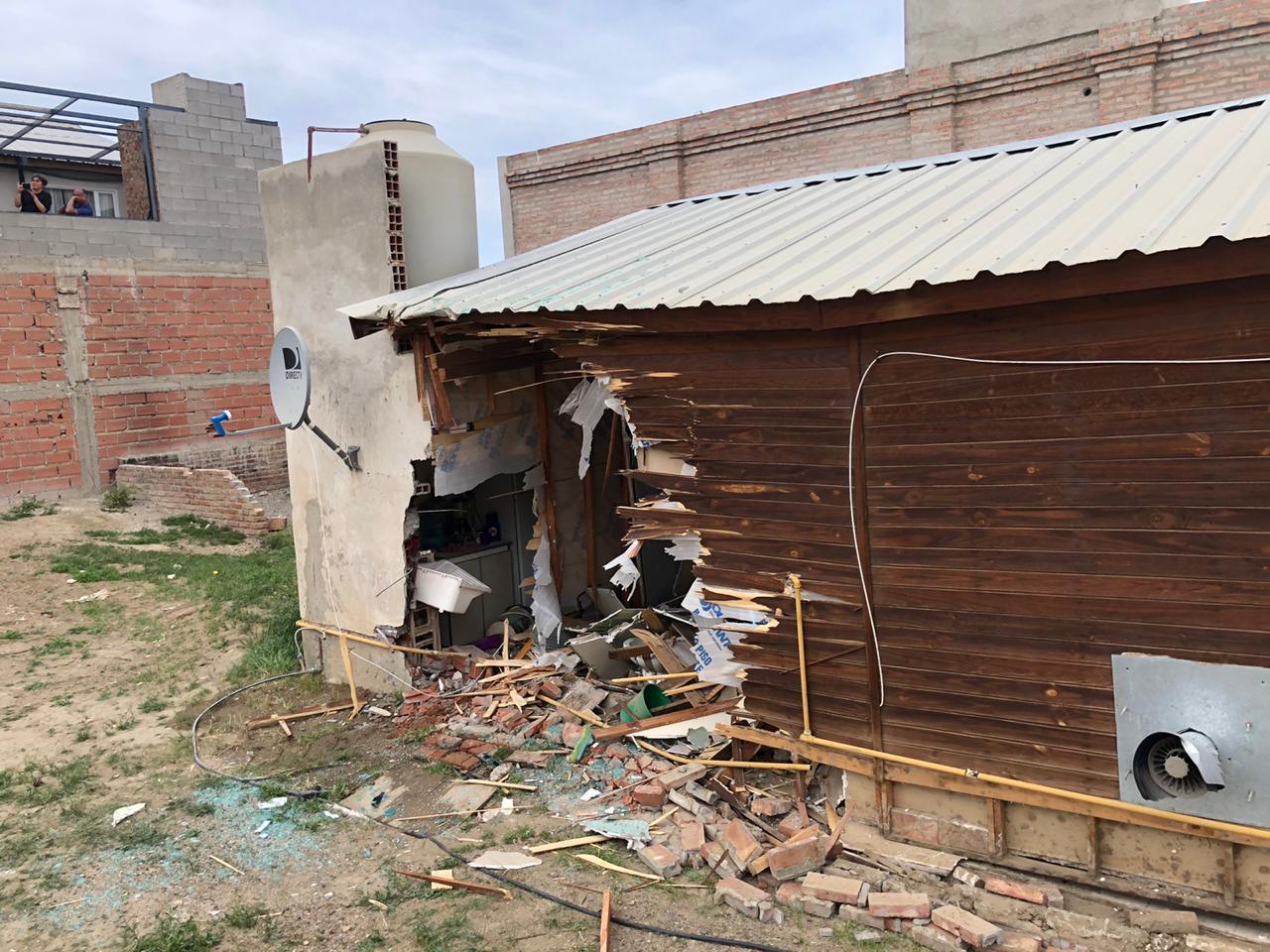 Mira el vídeo en el que una máquina destruye una vivienda en el barrio Vista Hermosa